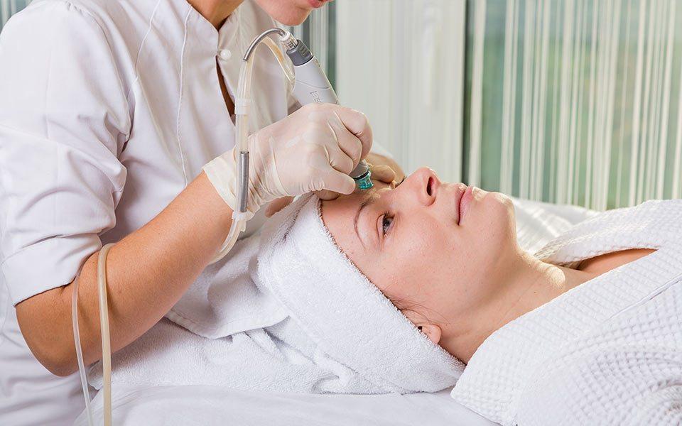 Что говорят о процедуре гидропилинга клиенты салонов красоты?
