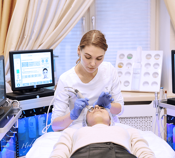 Процедура HydraFacial показана любому пациенту